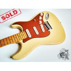 "Fender® American Deluxe ""V"" Neck Strat® '2005 w/case (идеальное)"